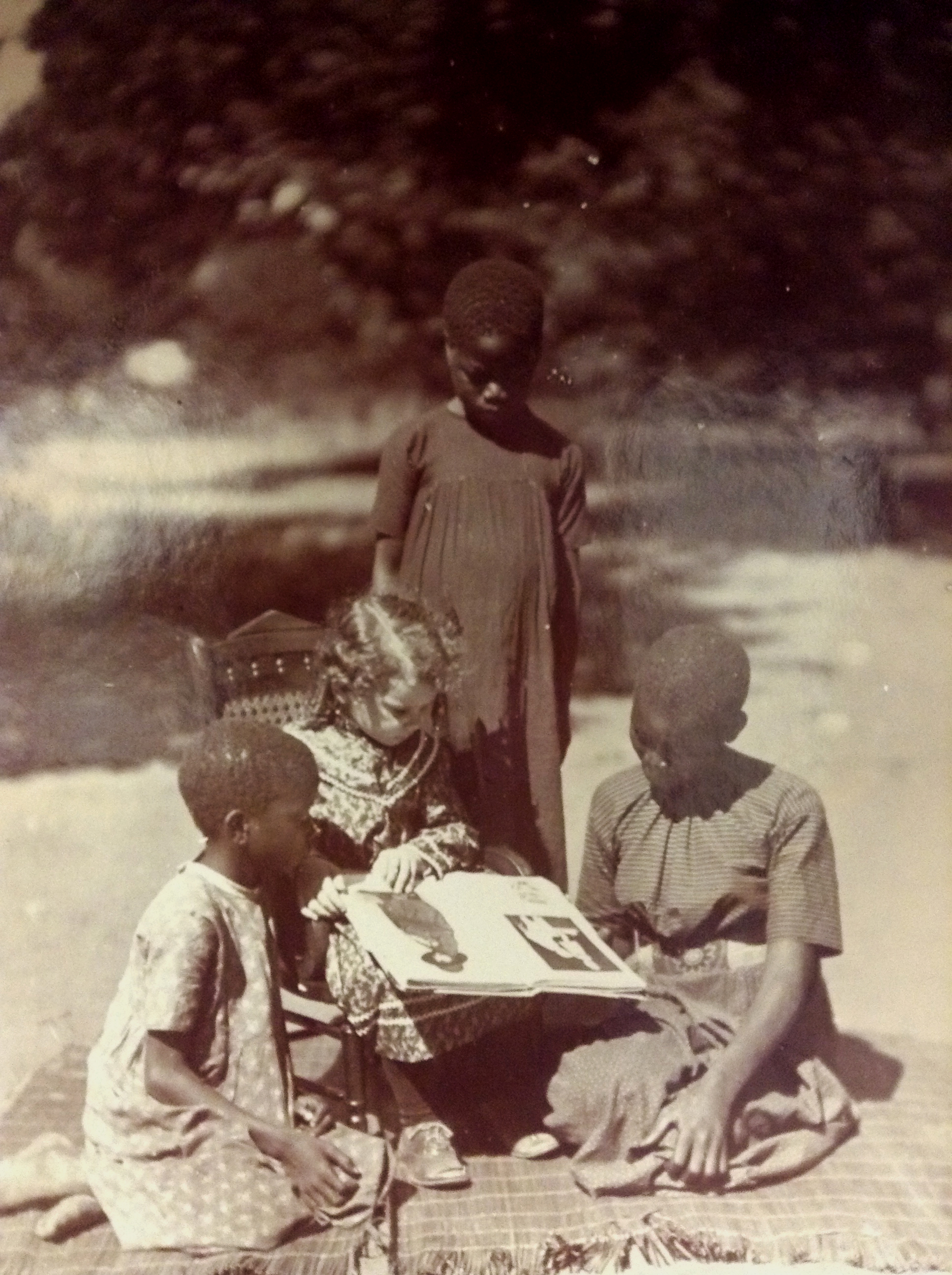 1906 photograph of Erwin H Richards' daughter, Dorothy, and three African girls